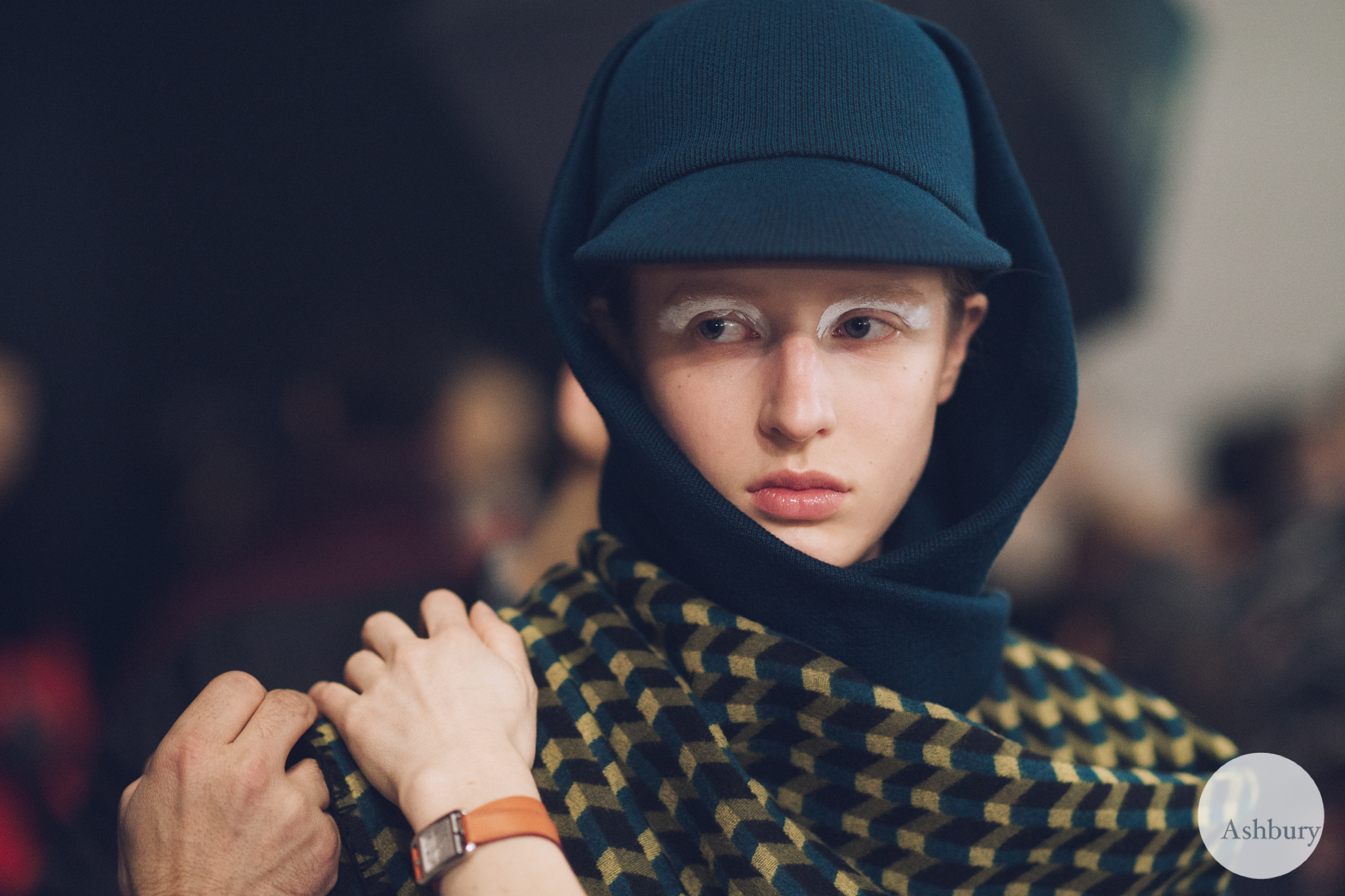 kenzo backstage fall/winter 2015 - anine van velzen