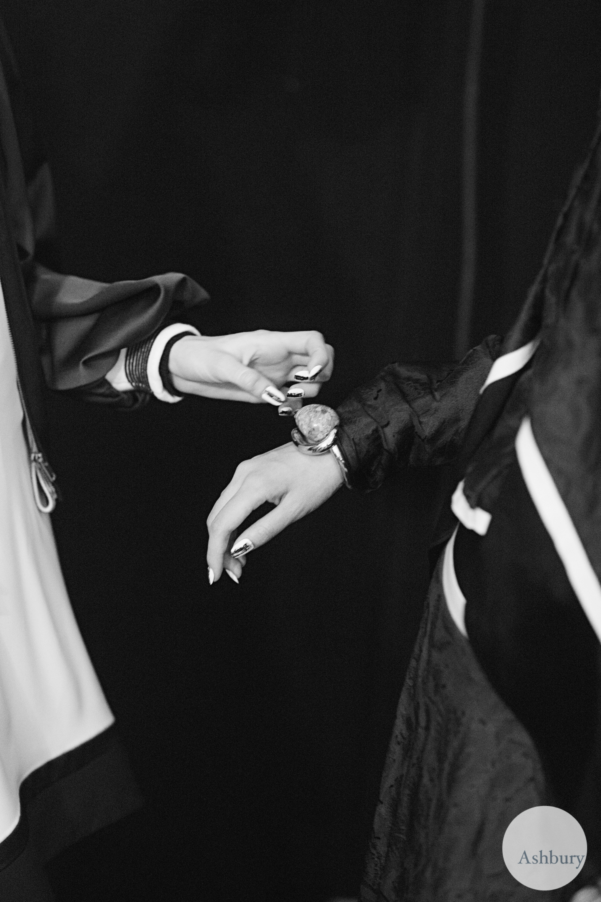 kenzo backstage fall/winter 2015 - hands