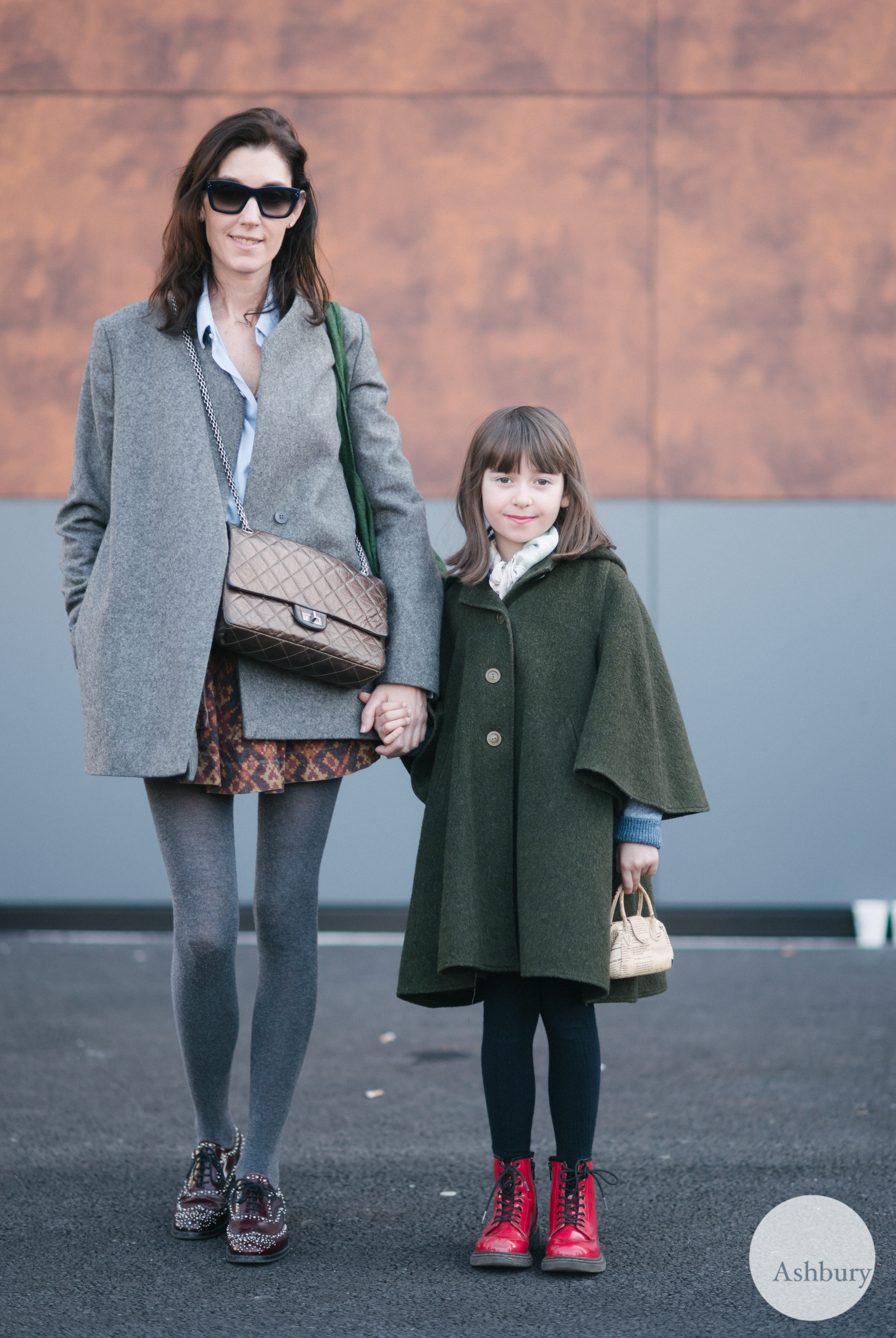 paris street style - mother and daughter